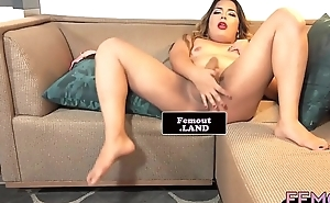 Bootylicious femboy strips down and wanks